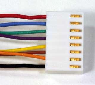 Foto. #9. Un conector acabado de Molex con sus terminales plateados y
