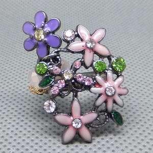Hot Gorgeous Vintage Crystal Flower ring.