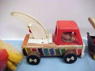 FISHER PRICE LITTLE PEOPLE LOT 1 W/2 OLD WOOD TOYS PLUS FOOD,TRUCKS