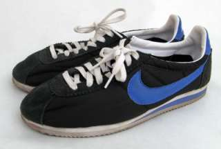 Vintage NIKE Blue and Navy Athletic Shoes Trainers 9.5 Mens Retro